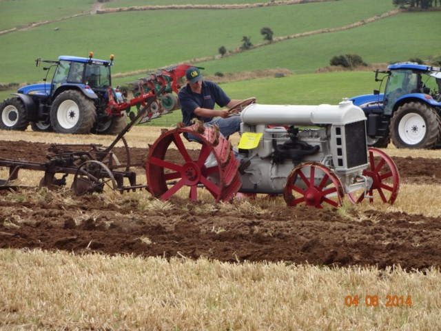 Fordson-ploughing